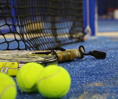 En blandning av tennis och squash...